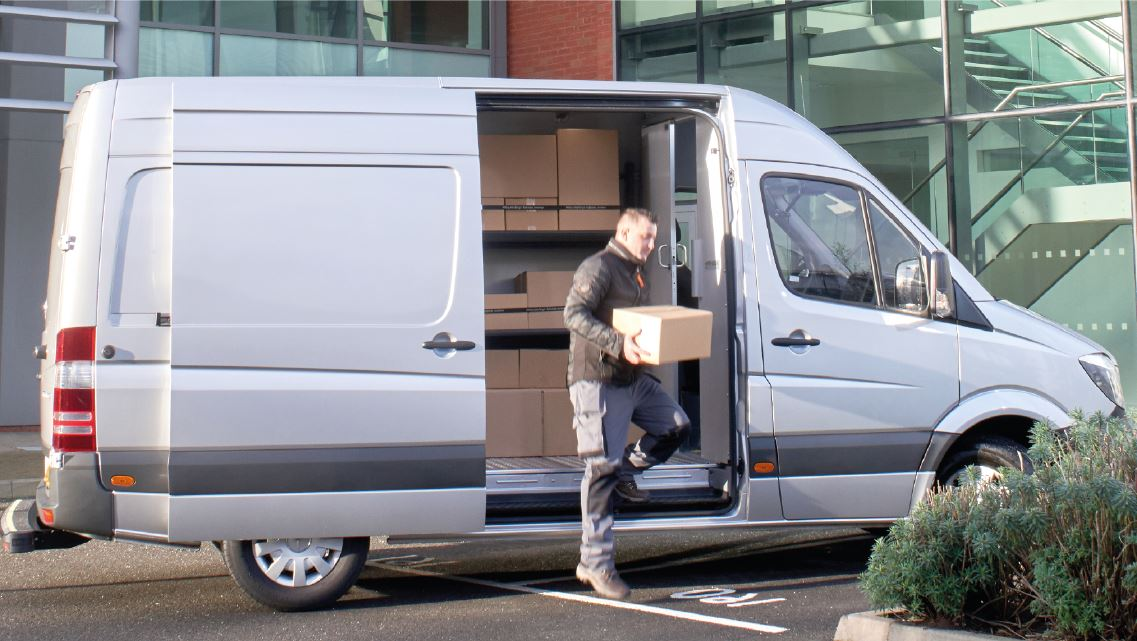 Jump seat and bulkhead with sliding door for Opel Movano